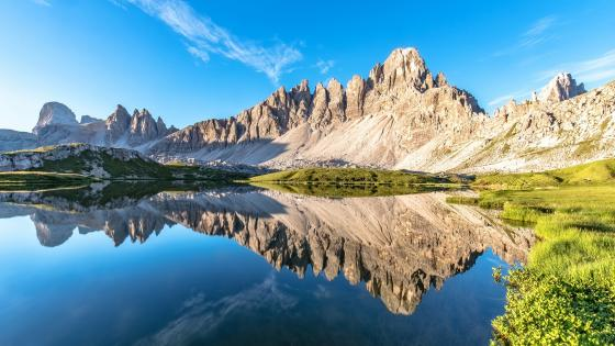 Laghi del Piani mirroring the Mount Paterno wallpaper