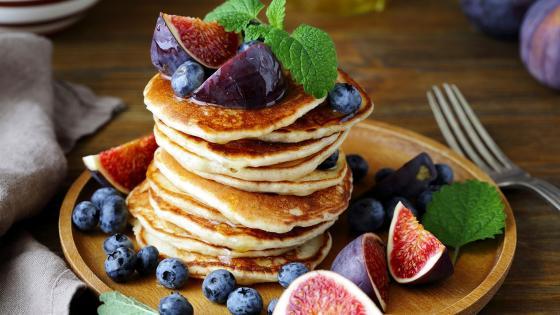 Pancake with figs wallpaper