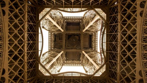 Worm's-Eye View of Eiffel Tower wallpaper