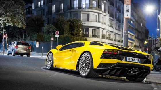 Yellow Lamborghini Aventador wallpaper