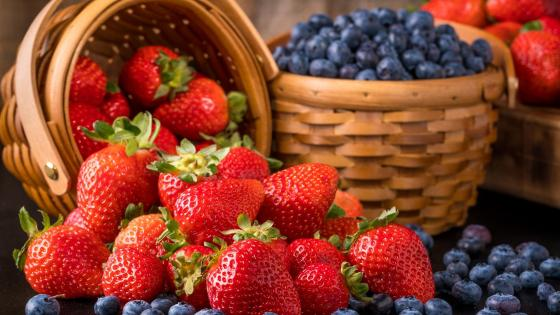 Berry basket wallpaper