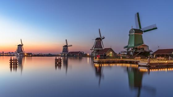 Iconic windmills of Zaanse Schans wallpaper