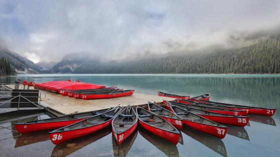 Canoes on the Lake Louise (Banff National Park) wallpaper
