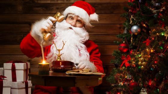 Santa Claus answers the phone wallpaper