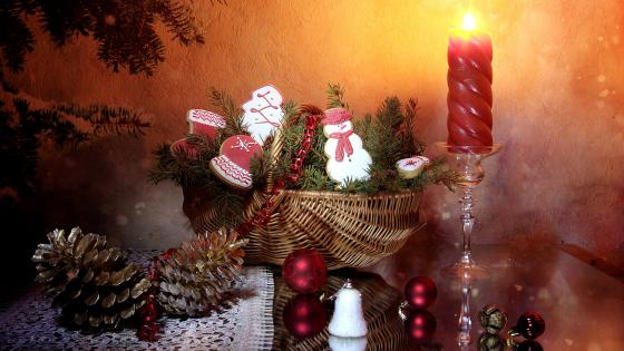 Christmas candle with decorated wicker Basket wallpaper