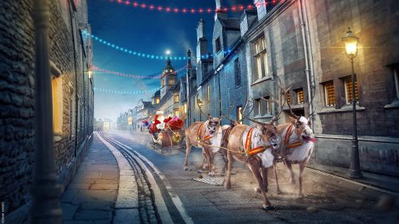 Santa's Sleigh on the street wallpaper