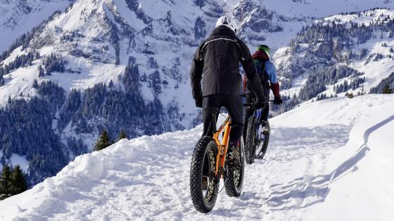 Cycling in the snow wallpaper