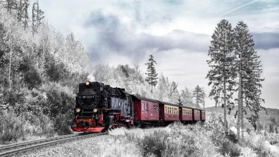Train in the snowy mountains wallpaper