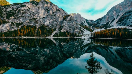 Pragser Wildsee (Prags Dolomites, Italy) wallpaper