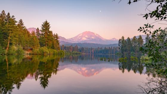 Manzanita Lake (Lassen Volcanic National Park. California) wallpaper