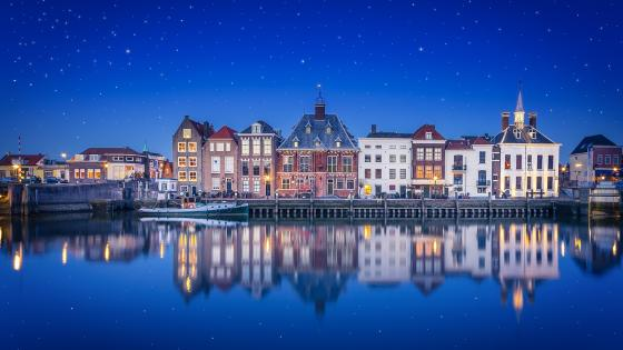 Maassluis under the starry night wallpaper