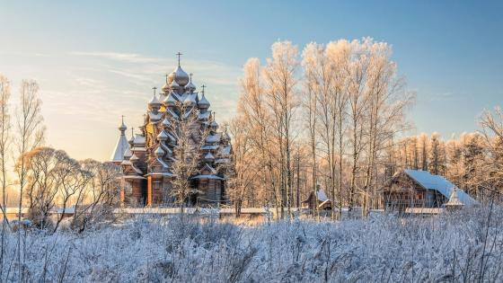 Wooden church in Nevskiy Forest Park wallpaper