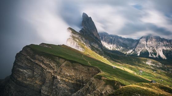 Odle Peaks (Dolomites) wallpaper