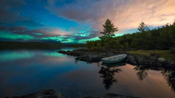 Northern lights above Ringerike (Norway) wallpaper
