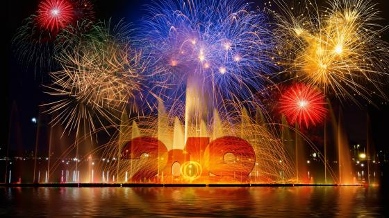 2019 fireworks and fountain wallpaper
