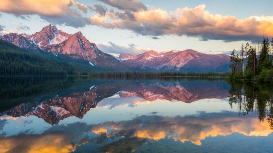McGown Peak reflected in the Stanley Lake wallpaper
