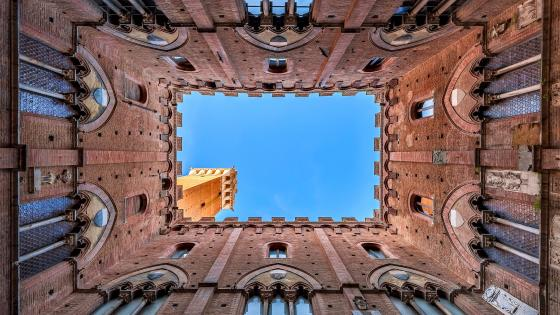 Torre del Mangia low angle view wallpaper