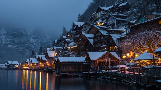 Hallstatt in the winter season wallpaper