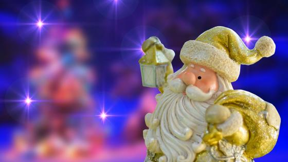 Golden Santa Calus figurine wallpaper