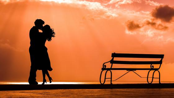 Kissing Couple Silhouette wallpaper