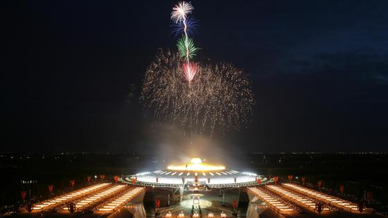 Fireworks at Thailand's Wat Phra Dhammakaya Temple wallpaper