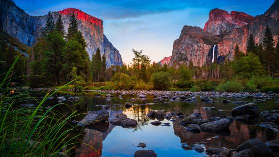 El Capitan and Cathedral Rocks from Yosemite Valley wallpaper