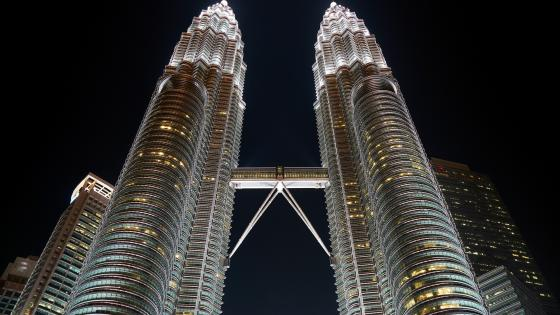 Petronas Twin Towers at Night wallpaper