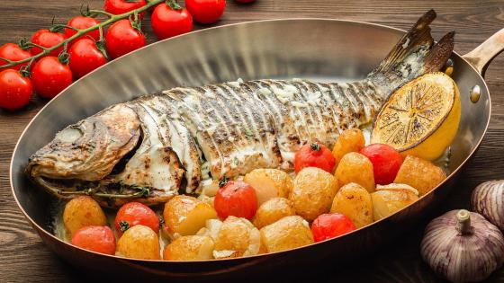 Fish with potato and tomato wallpaper