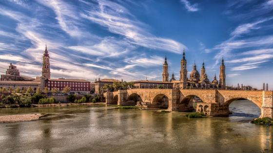 Stone bridge over Ebro River (Zaragoza) wallpaper