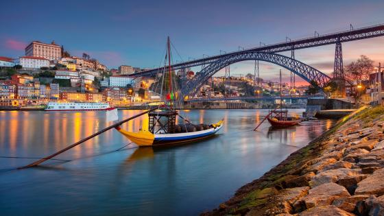 River Douro and Dom Luís I Bridge wallpaper