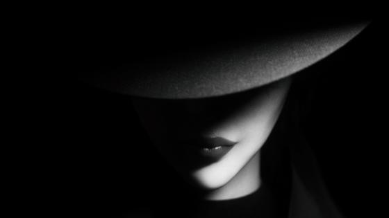 Woman in a hat wallpaper
