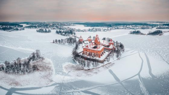 Trakai Island Castle on the frozen Lake Galvė wallpaper