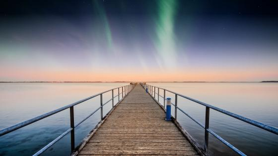 Polar lights from a pier wallpaper