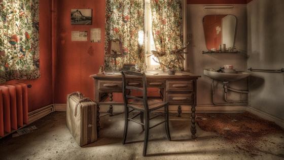 Abandoned retro interior wallpaper