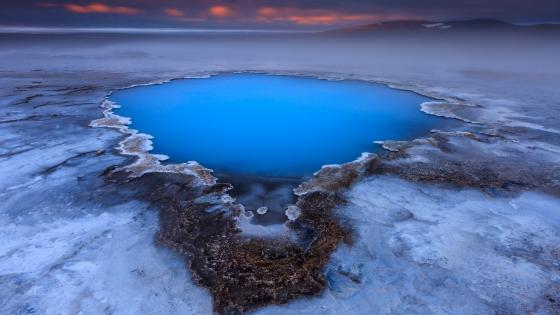 Blue geothermal pool near the Hveravellir hot spring wallpaper