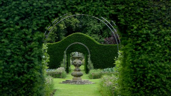 Garden art of Howard manor garden in England wallpaper