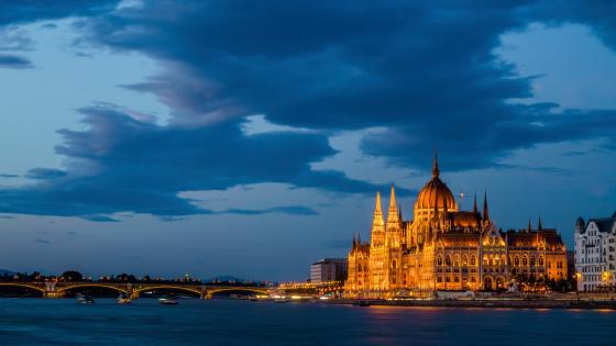 Hungarian Parliament Building at dusk wallpaper