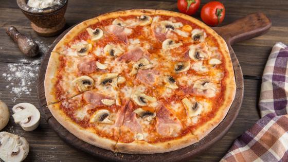Mushroom pizza wallpaper