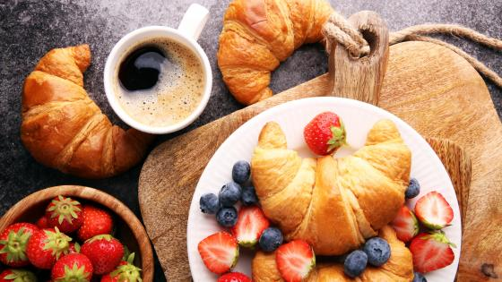 Croissant with berries wallpaper