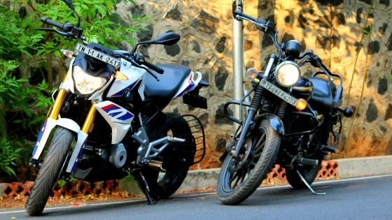 BMW G310R  AND BAJAJ AVENGER 150 STREET wallpaper