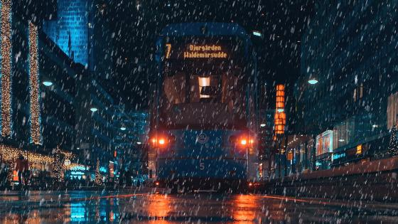 Tramcar in the rain (Stockholm) wallpaper