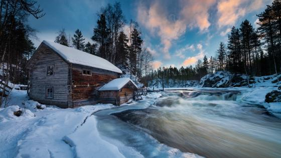 Log Cabin in the Oulanka National Park (Finland) wallpaper