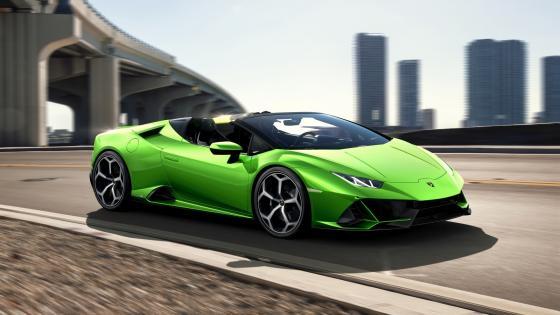 Green Lamborghini Huracán Evo Spyder wallpaper