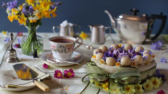 Easter tableware wallpaper
