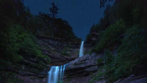 Waterfall under the starry sky wallpaper
