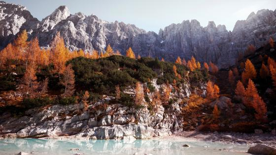 Sorapiss Lake Italy wallpaper