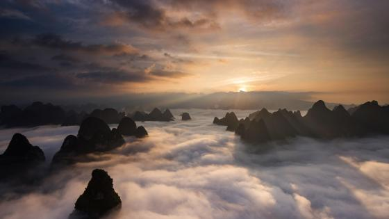 Huangshan Mountain in sea of clouds wallpaper