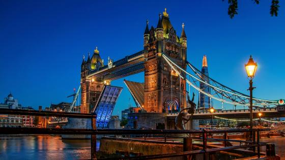 Thames, Tower Bridge and The Shard wallpaper