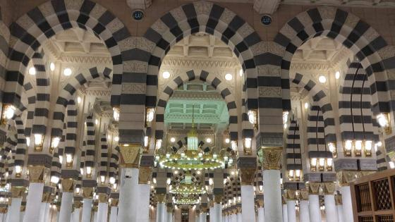 Arches inside Madina Munawwarah wallpaper