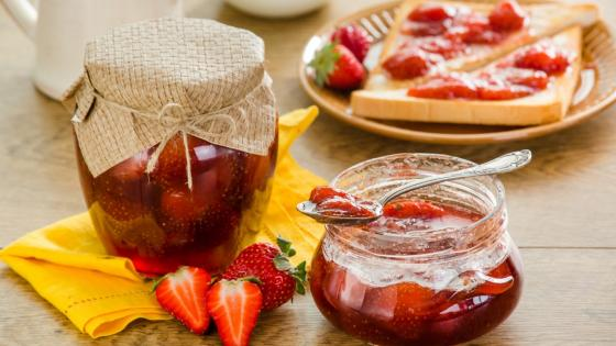 Strawberry jam wallpaper
